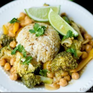 Quick and Easy Green Curry with Veggies and Chickpeas